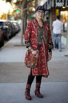 Grandmother Fashion Looks And Styles For All Seasons Bohemian Mode, Bohemian Style, Boho Chic, Bohemian Fashion, Hippie Bohemian, Hippie Chic, Mature Fashion, Fashion Over 50, Fashion Top