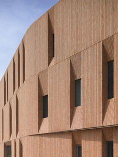 Fragments of architecture — Klinker Cultural Centre / Atelier PRO Wooden Facade, Brick Facade, Brick Design, Facade Design, Building Exterior, Brick Building, Brick Architecture, Interior Architecture, Cultural Center