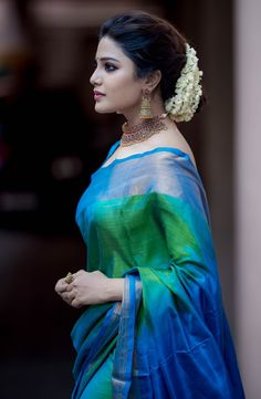 Aathmika – South Indian actress photos in saree Stylish Sarees, Stylish Dresses, Dress Indian Style, Indian Dresses, Indian Beauty Saree, Indian Sarees, Saris, Saree Poses, Bandeau Outfit