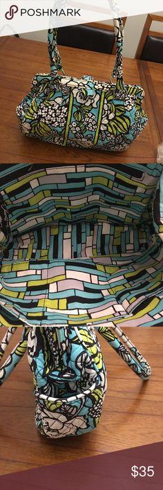 "Vera Bradley Bag Perfect Summer Bag! Features 2 outside pockets, 1 Large zip pocket and 3 slip pockets inside Magnetic top closure Measures approximately 16""W x 10""H Strap drop approximately 9"" Vera Bradley Bags Shoulder Bags"