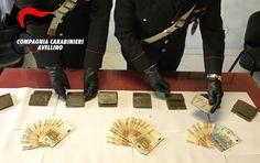 Serino (Avellino), sequestrati 2kg di hashish e 2500€ in contanti: in manette due persone