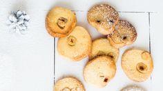 Jaké by to byly Vánoce bez cukroví? Pečete každý rok klasiku, nebo rádi experimentujete a zkoušíte nové druhy? Možná se vám zalíbí tyto jednoduché, ale výtečné minisušenky s oříšky.