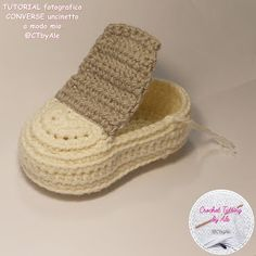 Scarpine tipo CONVERSE uncinetto per neonati Baby Shoes Pattern, Baby Dress Patterns, Shoe Pattern, Baby Knitting Patterns, Crochet Boot Socks, Crochet Baby Shoes, Baby Blanket Crochet, Crochet Clothes, Crochet Slippers