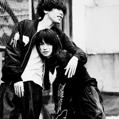 いいね!4,931件、コメント68件 ― HIROHISA NAKANOさん(@hirohisanakano)のInstagramアカウント: 「もうね、撮れちゃった一枚ですよ。昨日発売の#cut #米津玄師 #菅田将暉 #中野敬久 #灰色と青」