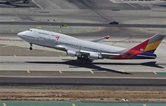 Asiana Airlines Boeing 747-400 rotating at LAX.