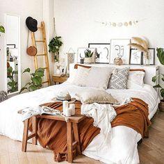 Boho Bedroom Decor, Room Ideas Bedroom, Home Bedroom, Bedroom Inspo, Boho Bed Room, Boho Decor, Bedroom Furniture, College Bedroom Decor, Modern Master Bedroom