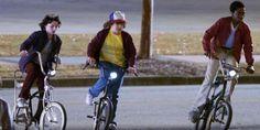 Stranger Things: Dustin, Lucas e Mike se veste de Caça-Fantasmas na primeira foto oficial da série