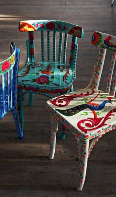 upcycling old furniture wooden chairs decoration home furniture ideas Hand Painted Furniture, Funky Furniture, Furniture Ideas, Furniture Chairs, Upcycled Furniture, Garden Furniture, Furniture Upholstery, White Furniture, Furniture Inspiration