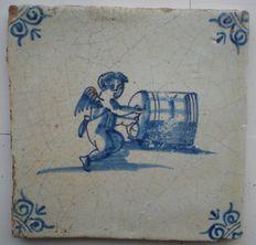 Antieke tegel met Cupido met Biervat ( Zeldzaam ) Delft Tiles, Blue Tiles, Dutch House, Antique Tiles, Friend Tattoos, Bunt, Decoupage, Blue And White, Porcelain