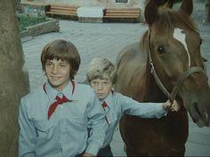 Neohlížej se, jde za námi kůň! (1979)