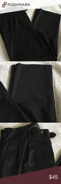 Men's Pleated Black Slacks Roundtree & Yorke (Dillard's) Men's Pleated Black Slacks, size 36x29 (1) or 36x30 (1) Basically new! Roundtree & Yorke Pants