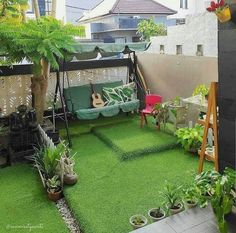 Do you want to live in an modern house with amazing minimalist garden in back or front of it? Check these design ideas! Rooftop Terrace Design, Terrace Decor, Terrace Garden Design, Small Balcony Garden, Small Balcony Decor, Home Garden Design, Balcony Design, Home Room Design, Indian Room Decor