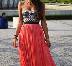 Love the coral and navy combo!