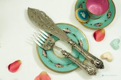 Unique Antique Silver plated Cake / fish knife and fork servers with pierced blades and engraved design England by FlyingSquirrelNest on Etsy Silver Spoons, Silver Plate, Fish Knife, Cake Knife, Knife And Fork, Cutlery, Antique Silver, Floral Design, England