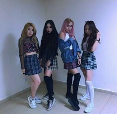 Korean Entertainment Companies, Korean Best Friends, Korean Girl Photo, Girls In Mini Skirts, Korean Fashion Trends, Friend Outfits, Soyeon, Dope Outfits, Ulzzang Girl