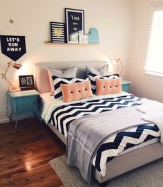 Teen bedroom themes must accommodate visual and function. Here are tips to create the coolest teen bedroom. Gray Bedroom, Trendy Bedroom, Home Decor Bedroom, Decor Room, Bedroom Themes, Teen Bedroom Colors, Bedroom Modern, Bedroom Inspo, Bedroom Designs