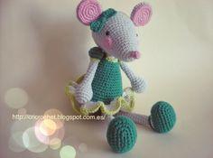 Podéis vender el producto final realizado con este patrón, p uedes traducirlo, mod. Crochet Rabbit, Crochet Mouse, Love Crochet, Knit Crochet, Crochet Patterns Amigurumi, Amigurumi Doll, Knitting Patterns, Crochet Doll Clothes, Stuffed Animal Patterns