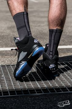 The Air Jordan 5 Retro OG Black/Metallic returns with Nike Air branding on the heel. Definitely one of the best Jordan retro releases of 2016.