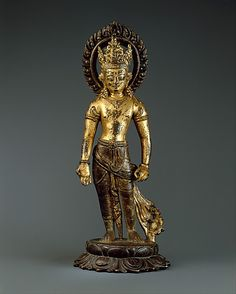 Standing Avalokiteshvara, the Bodhisattva of Infinite Compassion. Nepal (Kathmandu Valley), first half of the 10th century. Gilt-copper alloy, h. cm. 30 cm. New York, The Metropolitan Museum.