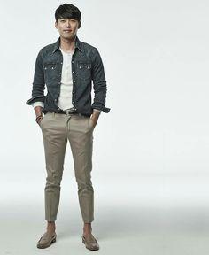 Hyun Bin, Gong Yoo, My Crush, Character Inspiration, Kdrama, Khaki Pants, Actors, Landing, Kpop Exo