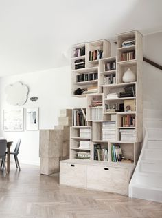 Custom-made bookshelves. Photo Petra Bindel