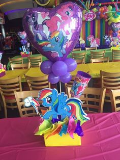 My little pony centerpiece My Little Pony Party, My Little Pony Balloons, Cumple My Little Pony, Little Pony Cake, Birthday Decorations At Home, 5th Birthday Party Ideas, Birthday Party Centerpieces, Unicorn Birthday Parties, Unicorn Party