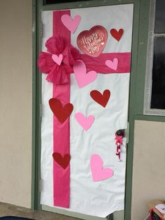 Simple valentine 39 s day classroom door school stuff for Puertas decoradas para 14 de febrero