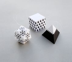 Gift wrap DIY paper ornaments and 14 other Modern, Quirky & Fun Gift Wrap Designs Paper Christmas Decorations, White Christmas Ornaments, Paper Ornaments, Noel Christmas, Christmas Paper, Christmas Projects, Winter Decorations, Snowflake Ornaments, Birthday Decorations