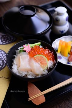 Japanese scallop and Salmon roe bowl. ほたてイクラ丼
