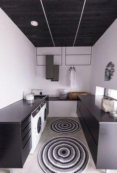 KOHDE 25 Kodinhoitohuoneen perällä on telineitä pyykinkuivatukseen. Laundry Closet, Laundry Storage, Laundry Rooms, Iceland House, Room Interior, Interior Design, Modern Loft, Laundry Room Design, Dressing