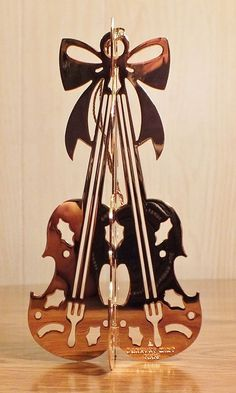 Danbury Mint Gold Christmas Ornament - VIOLINS - 1985 Very Nice