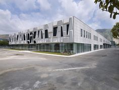 Image 1 of 27 from gallery of Office Building and Logistic Center / modostudio. Photograph by Julien Lanoo