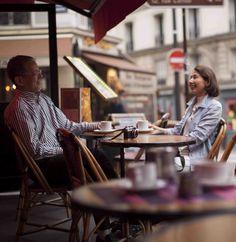 おしゃれなカフェテラスで話す言葉が心地よい音 ~パリ 夏旅~