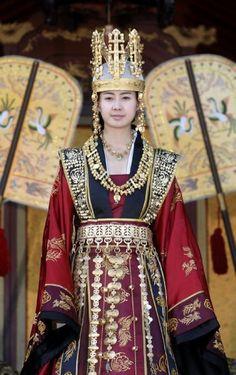 The Great Queen #SeonDeok (2009) 27th ruler of #Silla, aka princess Deokman is portrayed by Lee Yo-Won #kdrama #Korea #CostumeDrama