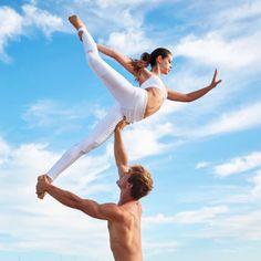 @EveInMotion in the Goddess Bra in White, Moto Legging in White/White Glossy http://www.aloyoga.com/bottoms/w5434r-moto-legging
