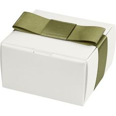 Our classic square favor box in luxe white - for when you just want a simple box. Fold along the score lines and this favor box is ready to hold goodies or keepsakes, and is perfect for truffles. A mu