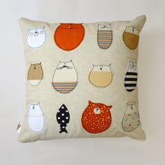 Cat Pillow Stella And Friends Cushion by mypipsqueak on Etsy Applique Cushions, Sewing Pillows, Cat Applique, Cat Crafts, Sewing Crafts, Sewing Projects, Fabric Crafts, Crazy Cat Lady, Crazy Cats