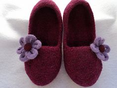 Just for little girls, this style of slippers have a low ride back and sides and are designed to just cover the toes.