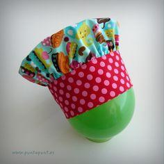 Gorro cocinero infantil Cakes fucsia / punt a punt - Artesanio Cupcakes, Sunglasses Case, Hot Pink, Aprons, Caps Hats, Dressmaking, Chefs, Manualidades, Pastries