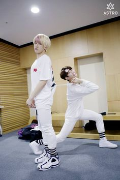 [04.04.16] Astro official Fancafe - Behind the scene from Music show promotions - JinJin e MyungJun