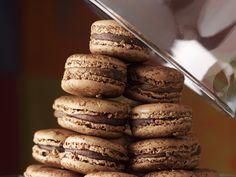 Schoko-Macarons - smarter - Kalorien: 86 Kcal - Zeit: 30 Min. | eatsmarter.de Macarons sind hübsch anzusehen, schmecken wunderbar süß und sind daher ein tolles kulinarisches Geschenk.
