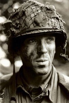 Damian Lewis as Dick Winters - I watched Band of Brothers and fell in love Winters Band Of Brothers, Damian Lewis, Paratrooper, 101st Airborne Division, American Soldiers, World War Two, Old Tv, Classic Tv, Good Movies