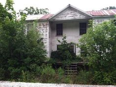 3. Nature Taking Over Abandoned Home In Fort Spring
