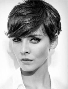 short hair-short hair cuts for women-short hair styles-short hair cuts- brunette- pixie cut- side bang- textured hair cut Short Pixie Haircuts, Short Hairstyles For Women, Cool Hairstyles, Choppy Hair, Pixie Haircut For Thick Hair Wavy, Hairstyle Ideas, Short Hair Cuts For Women Pixie, Brunette Pixie Cut, Edgy Pixie Hairstyles