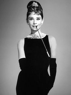 The most Iconic black dress in Cinema/Fashion history. Audrey Hepburn in Givenchy for Breakfast at Tiffanys Audrey Hepburn Mode, Audrey Hepburn Pictures, Breakfast At Tiffany's Costume, 3 People Halloween Costumes, Retro Fashion, Vintage Fashion, White Fashion, Estilo Pin Up, Holly Golightly