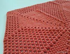 Tapete quadrado passo a passo (150) Crochet Motif, Crochet Hooks, Crochet Carpet, Chrochet, Doilies, Rugs On Carpet, Diy And Crafts, Blanket, Knitting