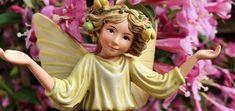 A tündérkertek varázslatos kis dekorációk élethű tündérekkel, apró nyitható ajtójú berendezett kis házakkal, apró állatokkal és kiegészítőkkel, különleges hangulatot teremtve így a kertben, erkélyen vagy a lakásban. Disney Characters, Fictional Characters, Aurora Sleeping Beauty, Disney Princess, Fantasy Characters, Disney Princesses, Disney Princes