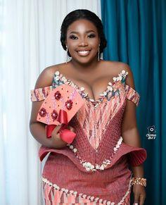 African Print Fashion, African Fashion Dresses, African Dress, African Traditional Wedding Dress, African Fashion Traditional, Kente Dress, Kente Styles, Black Bride, Beautiful Black Girl