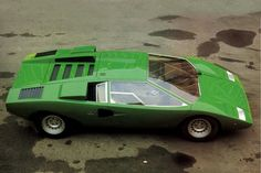 Lamborghini Countach LP400 (1972) Why did the italians ever flair and spoiler it? As good as it gets this one.