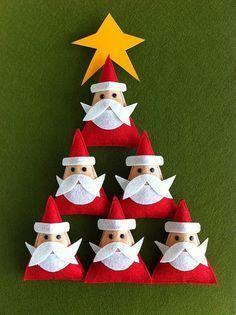 manualidad de árbol de navidad con papás noeles